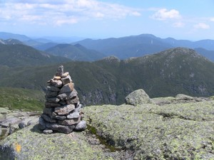 Trail cairn along the route to the top